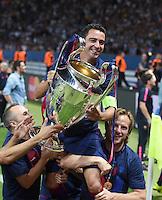 FUSSBALL  CHAMPIONS LEAGUE  FINALE  SAISON 2014/2015   Juventus Turin - FC Barcelona                 06.06.2015 Der FC Barcelona gewinnt die Champions League 2015, auf den Schultern von Andres Iniesta und Ivan Rakitic getragen: Xavi Hernandez