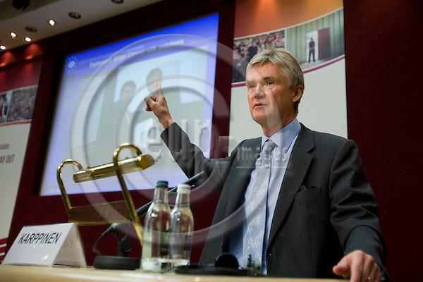 DUBLIN - IRELAND - 05 NOVEMBER 2009 -- Eurofound Forum - Global recession: Europe's way out. Jorma Karppinen, Director for Eurofound, the Forum 2009 closing remarks.   PHOTO: ERIK LUNTANG / EUP-IMAGES