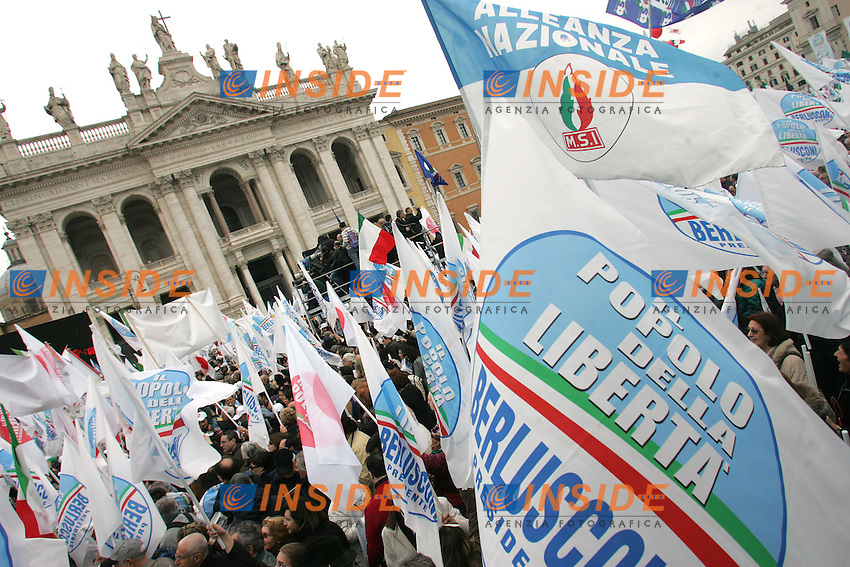BANDIERE - FLAGS<br /> Roma 20/03/2010 Piazza San Giovanni. Manifestazione del PDL dal titolo: L'amore vince sempre sull'invidia e sull'odio.<br /> Demonstration of the right wing party PDL titled &quot;Love always wins on gelousy and hate.<br /> Photo Samantha Zucchi Insidefoto