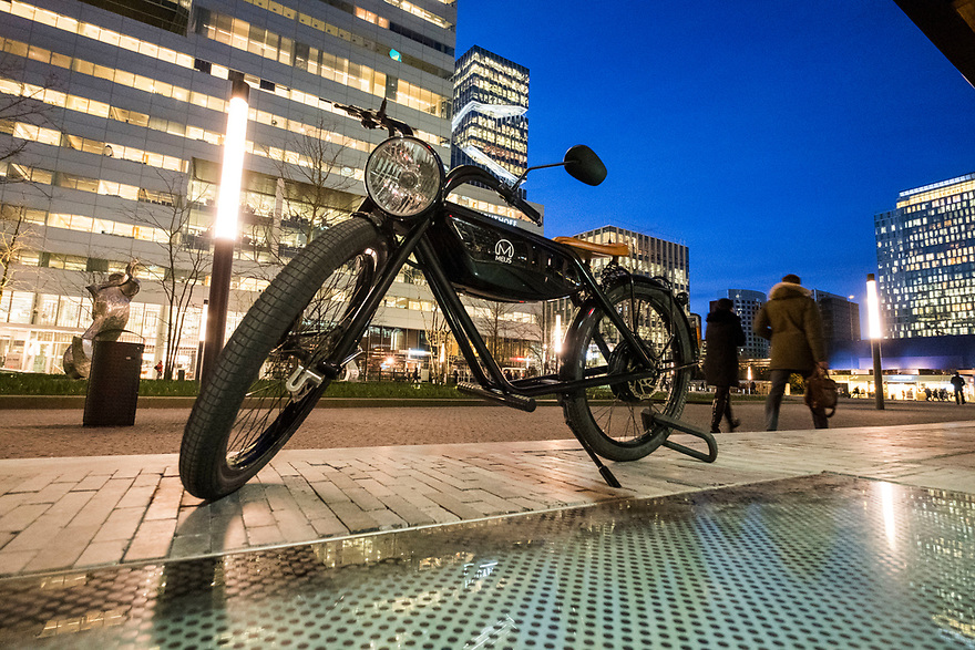 Nederland, Amsterdam, 20180206<br /> Electrische fiets op de zuidas<br /> <br /> <br /> Foto: (c)Michiel Wijnbergh