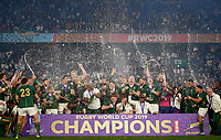 England v South Africa 2019 Rugby World Cup Final Players of South Africa celebrates with the trophy after winning the 2019 Rugby World Cup Final at International Stadium Yokohama, <br /> Rugby Coppa del Mondo finale <br /> Inghilterra Vs Sud Africa.<br /> Sud Africa Campione del Mondo <br /> Photo Pablo Ariel Morano/ImagoInsidefoto