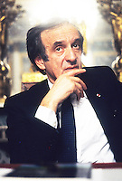 Scansitr, Elie Wiesel