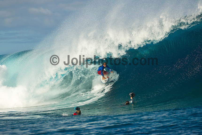 Teahupoo, Tahiti Iti, French Polynesia. Wednesday August 17 2011. A new  west swell was hitting the main reef today with clean open barrels in the six foot range. Damien Hobgood (USA).  Photo: joliphotos.com