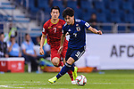 Minamino Takumi of Japan (R) fights for the ball with Nguyen Huy Hung of Vietnam (L) during the AFC Asian Cup UAE 2019 Quarter Finals match between Vietnam (VIE) and Japan (JPN) at Al Maktoum Stadium on 24 January 2018 in Dubai, United Arab Emirates. Photo by Marcio Rodrigo Machado / Power Sport Images