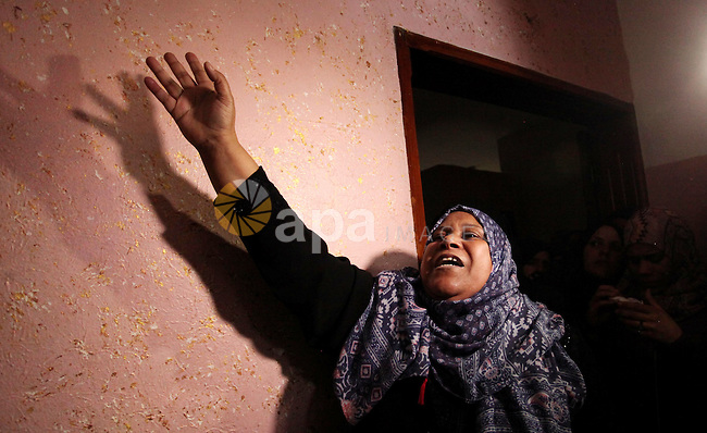 """Relatives of Mohammed Abu Saada, a 26-year-old Palestinian man who was reportedly killed in clashes with the Israeli army along the Gaza border, mourn during his funeral in the Nuseirat refugee camp in the central Gaza Strip on November 19, 2016. """"Mohammed Abu Saada died after being shot in the chest by Israeli soldiers in clashes east of the Al-Bureij camp,"""" the health ministry in the Palestinian enclave on November 18. The Israeli army confirmed clashes in the area, which is in central Gaza, but could not immediately provide details. Photo by Ashraf Amra"""