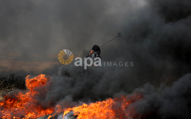 Palestinian protesters clash with Israeli security forces during tents protest demanding the right to return to their homeland, at the Israel-Gaza border, in Khan Younis in the southern Gaza Strip on April 27, 2018. on April 27, 2018. Photo by Ashraf Amra