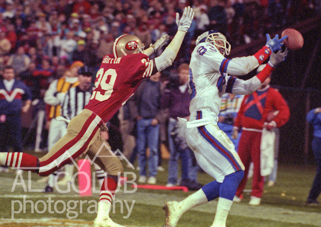 San Francisco 49ers vs New York Giants at Candlestick Park Monday, November 27, 1989..49ers Beat Giants 34-24.San Francisco defensive back Don Griffin (29) attempts to stop Giants  wide receiver Odessa Turner (83) from catching pass....