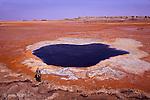 """A la frontière de l'Erythrée, le Dallol ou """"montagne du diable"""" offre les paysages les plus étonnants de la planète. L'eau, le soufre, le gypse, le sel et les oxydes de soufre se combinent pour former un labyrinthe hallucinant de vasques et de margelles aux couleurs vives....Danakil désert.A new volcanicl ake is in formation in the dallol area. There was nothing there at our last visit, three month ago. Ethiopia"""