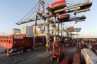 URUGUAY Montevideo , Rio del la Plata, Container harbour Katoen Natie Terminal TCP , Containerhafen Katoen Natie Terminal TCP , Containerschiff der deutschen Reederei Hamburg Sued
