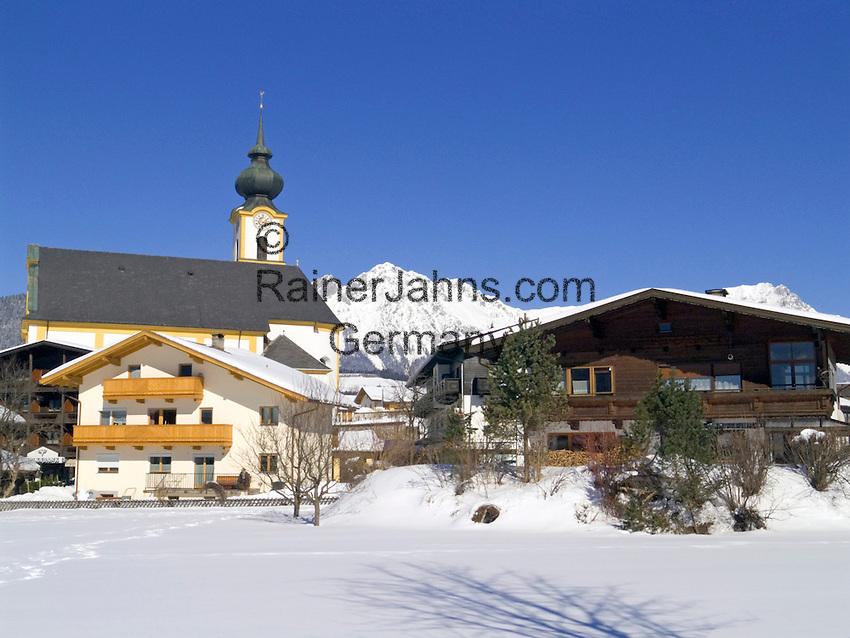 Austria, Tyrol, village Soell and Wilder Kaiser mountains | Oesterreich, Tirol, Kaiserwinkl, Soell vorm Wilden Kaiser