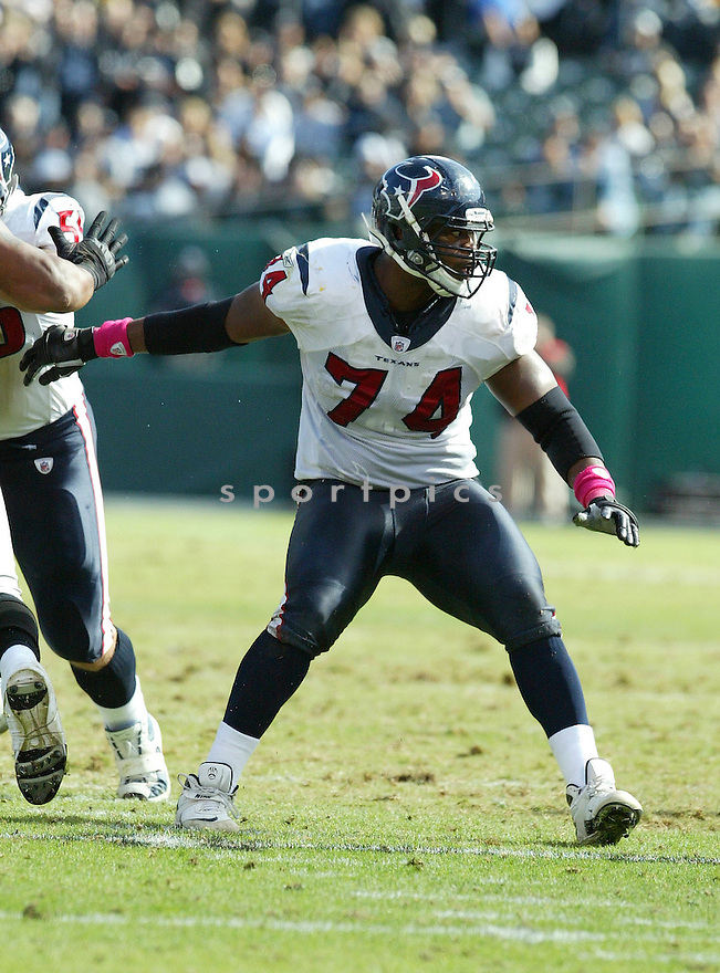 WADE SMITH, of the Houston Texans, in action during the Texans  game against the Oakland Raiders at Oakland-Alameda County Coliseum on October 3, 2010 in Oakland, California...Houston beat the Raiders 31-24