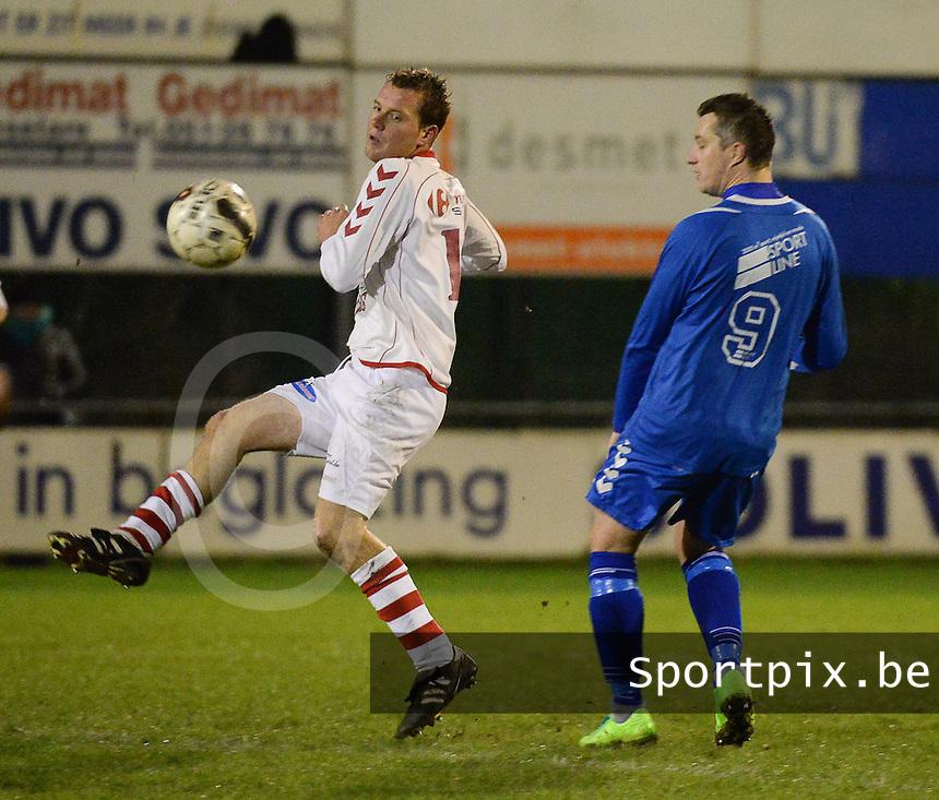 Rumbeke - Damme :<br /> <br /> Jeroen Lauwers (L) ontzet de bal voor de ogen van Dieter Vandendriessche (R)<br /> <br /> foto VDB / BART VANDENBROUCKE