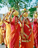 INDIA, Jaipur, festival with women carrying pots their heads