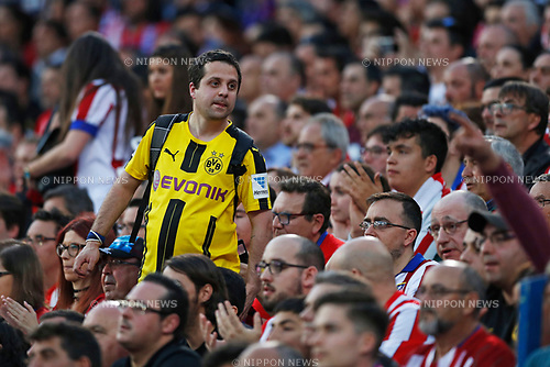 Dortmund fan, APRIL 12, 2017 - Football / Soccer : UEFA Champions League Quarter-finals 1st leg match between Club Atletico de Madrid 1-0 Leicester City at Estadio Vicente Calderon in Madrid, Spain. (Photo by D.Nakashima/AFLO)