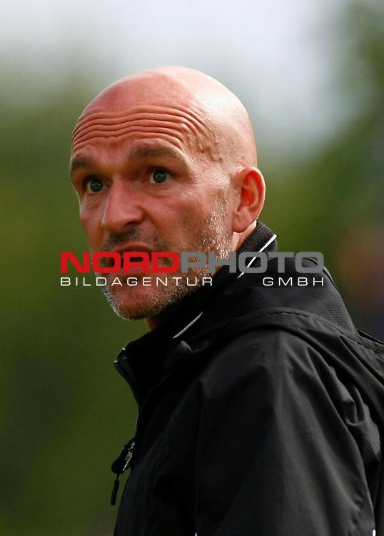 FBL  2008/2009  Testspiel<br /> Werder Bremen - Kickers Emden in Leer-Loga<br /> Kickers-Trainer Stefan Emmerling<br /> <br /> Foto &copy; nph (  nordphoto  )<br /> <br /> <br /> <br />  *** Local Caption ***