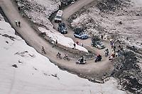 Maglia Rosa / overall leader Simon Yates (GBR/Mitchelton-Scott) cracks riding up the gravel roads of the Colle delle Finestre and loses 15 minutes up this illustrious climb<br /> <br /> stage 19: Venaria Reale - Bardonecchia (184km)<br /> 101th Giro d'Italia 2018