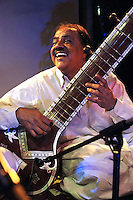 Miripuri musician playing the sitar.<br /> Mirpuri Musical Extravaganza evening<br /> organised by the Mirpuri Awareness Project in association with theDrum Cultural Centre.<br /> The DRUM cultural centre, Birmingham, England, March 2004.