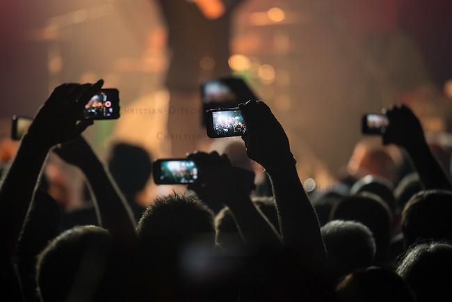 Die englische Punkband The Undertones am Freitag den 10. Juni 2016 live im Berliner Club SO36.<br /> 10.6.2016, Berlin<br /> [Inhaltsveraendernde Manipulation des Fotos nur nach ausdruecklicher Genehmigung des Fotografen. Vereinbarungen ueber Abtretung von Persoenlichkeitsrechten/Model Release der abgebildeten Person/Personen liegen nicht vor. NO MODEL RELEASE! Nur fuer Redaktionelle Zwecke. Don't publish without copyright Christian-Ditsch.de, Veroeffentlichung nur mit Fotografennennung, sowie gegen Honorar, MwSt. und Beleg. Konto: I N G - D i B a, IBAN DE58500105175400192269, BIC INGDDEFFXXX, Kontakt: post@christian-ditsch.de<br /> Bei der Bearbeitung der Dateiinformationen darf die Urheberkennzeichnung in den EXIF- und  IPTC-Daten nicht entfernt werden, diese sind in digitalen Medien nach &sect;95c UrhG rechtlich geschuetzt. Der Urhebervermerk wird gemaess &sect;13 UrhG verlangt.]