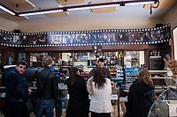Corleone, Sicilia. Un bar con le fotografie del film &quot;Il Padrino&quot; nel centro di Corleone.<br /> Il paese che da molti &egrave; considerato come il luogo dove sia nata la Mafia, si ritrova dopo la morte di Tot&ograve; Riina, a dover far i conti con una pesante eredit&agrave;. A Corleone vivono poco pi&ugrave; di 11 mila abitanti e il comune &egrave; stato sciolto per infiltrazioni mafiose nell&rsquo;agosto del 2016.