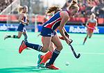ROTTERDAM - Taylor West (USA)  met Lisa Post (Ned)   tijdens de Pro League hockeywedstrijd dames, Nederland-USA  (7-1) .)  COPYRIGHT  KOEN SUYK
