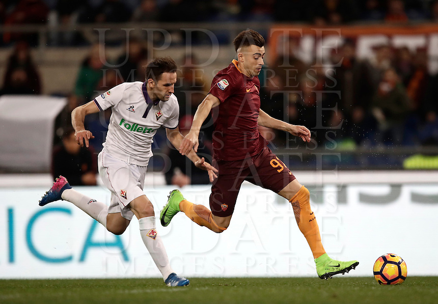 Calcio, Serie A: Roma, Stadio Olimpico, 7 febbraio 2017.<br /> Roma's Stephan El Shaarawy (r) in action with Fiorentina's Milan Badelj (l) during the Italian Serie A football match between AS Roma and Fiorentina at Roma's Olympic Stadium, on February 7, 2017.<br /> UPDATE IMAGES PRESS/Isabella Bonotto