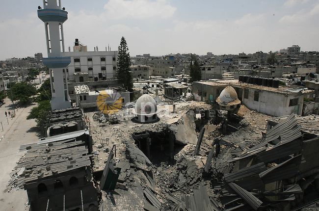 Palestinians inspect rubbles of Al-Farooq mosque destroyed in an Israeli airstrike in the southern Gaza Strip city of Rafah, on July 22, 2014. Israel's large-scale military operation against the Gaza Strip has left 576 Palestinians dead and around 3,600 others wounded. Photo by Eyad Al Baba