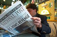 Lecture des grand-titres des journaux au lendemain des attentats du 11 septembre 2001<br /> <br /> <br /> PHOTO : Agence Quebec Presse