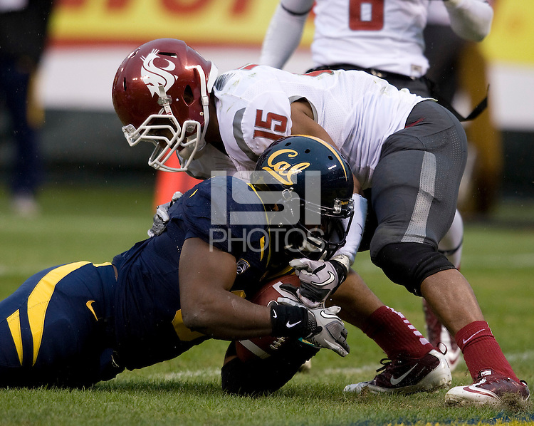 C.J. Anderson of California scores a touchdown during the game against Washington State at AT&T Park in San Francisco, California on November 5th, 2011.  California defeated Washington State, 30-7.
