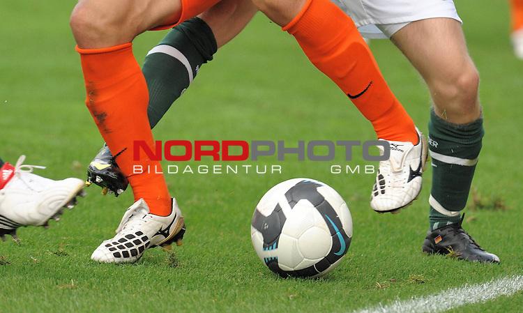 FBL 09/10  07. Spieltag Hinrunde / Weser Stadion<br /> Werder Bremen - Mainz05 3:0<br /> <br /> Feature Nike - Fuss Ball NIke Beine<br /> <br /> <br /> Foto &copy; nph ( nordphoto )