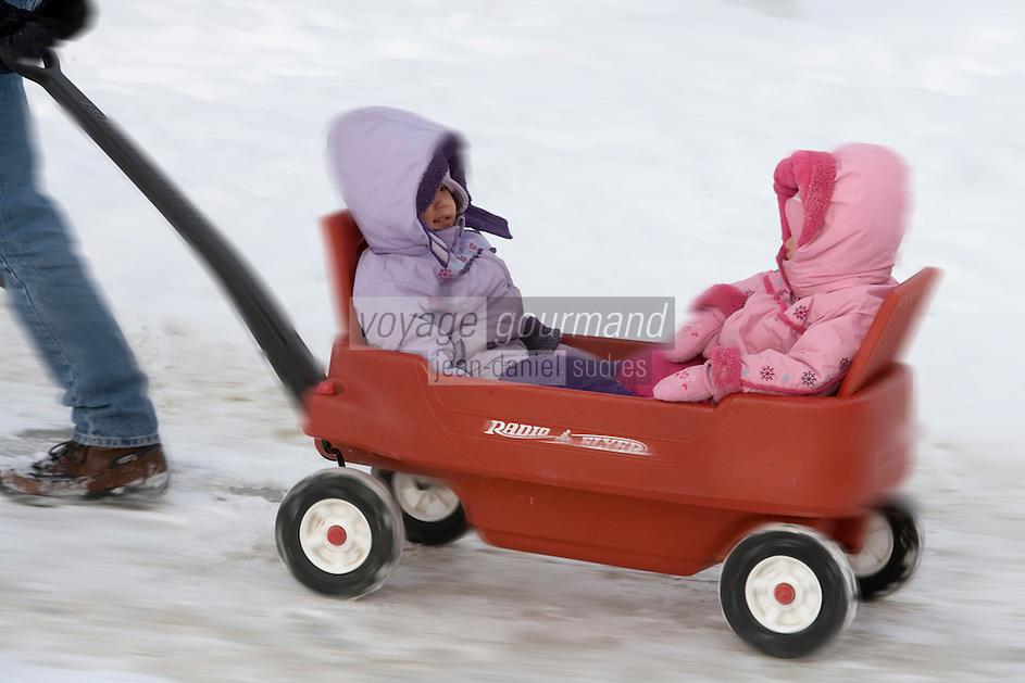 Amérique/Amérique du Nord/Canada/Québec/ Québec:Transport d'enfants au Palais de Glace  dans la dans la Ville-Haute