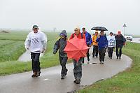 WANDELSPORT: DOKKUM-LEEUWARDEN: 11-05-2013, Elfstedenwandeltocht, regenachtige slotdag, ©foto Martin de Jong