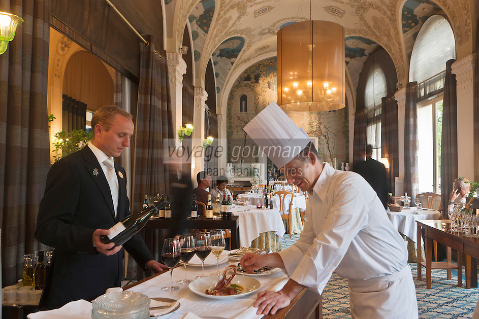 Europe/France/Rhône-Alpes/74/Haute Savoie/ Evian-les-Bains:  Patrice Vander  chef du restaurant   Edouard VII à l'hôtel  Evian Royal Resort - au plafond: fresques de Jeaulmes
