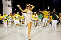 SÃO PAULO, SP, 10 DE FEVEREIRO DE 2012 - ENSAIO PERUCHE - A ex BBB Cacau durante ensaio técnico da Escola de Samba Peruche na preparação para o Carnaval 2012. O ensaio foi realizado na noite deste sabado 11 no Sambódromo do Anhembi, zona norte da cidade.FOTO ALE VIANNA - NEWS FREE