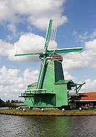 Nederland, Zaanse Schans, 2015 06 03.  De (Gekroonde) Poelenburg is de naam van de houtzaag-paltrokmolen aan de Zaanse Schans