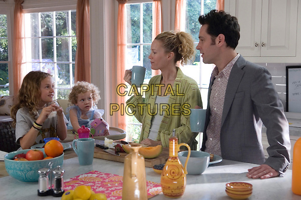 MAUDE APATOW, IRIS APATOW, LESLIE MANN & PAUL RUDD.in Knocked Up .**Editorial Use Only**.CAP/FB.Supplied by Capital Pictures