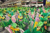 RIO DE JANEIRO, RJ, 18 DE FEVEREIRO DE 2012 - Desfiles das Escolas de Samba do Grupo de Acesso A -  Integrantes da Escola de Samba Paraíso do Tuiuti, durante o desfile na  Marquês de Sapucaí. Primeira escola a desfilar. FOTO GLAICON EMRICH - AGÊNCIA BRAZIL PHOTO PRESS