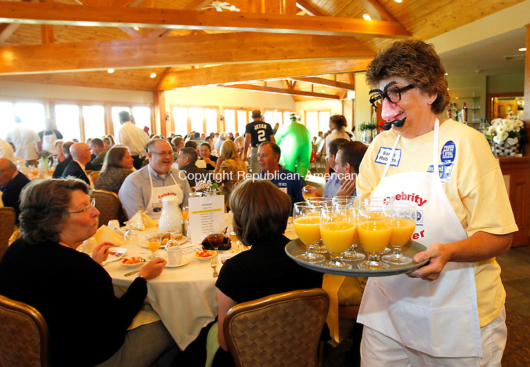 """Harwinton, CT-10 September 2012-091012CM02-  Sandy Roberts, a volunteer with the United Way of Northwest Connecticut,  serves up orange juice during their kick off campaign event at the Fariview Farm Golf Course Monday morning in Harwinton. The goal of this year's annual campaign, the theme, """"Give. Advocate. Volunteer. Live United, is to raise $820,000 which is according to the non-profit group.  Christopher Massa Republican-American"""