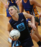 Hamilton's Elsa Brown in action against Otago in the Lion Foundation Netball Championship final match, day five, MoreFM Arena, Dunedin, New Zealand, Friday, October 04, 2013. Credit: Dianne Manson/©MBPHOTO /Michael Bradley Photography.