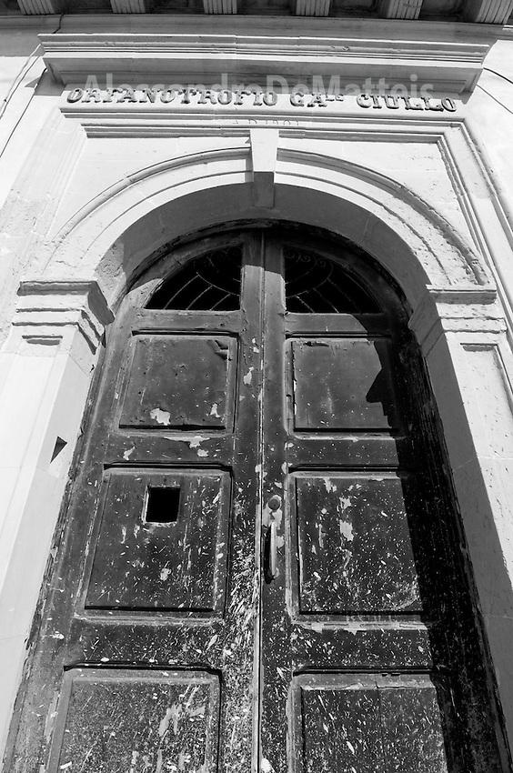 """Castro Marina - Salento - Puglia - Ingresso del convitto """"Orfanotrofio Ciullo"""" è dello stesso periodo del Santuario della Madonna di Pompei: primi del '900."""