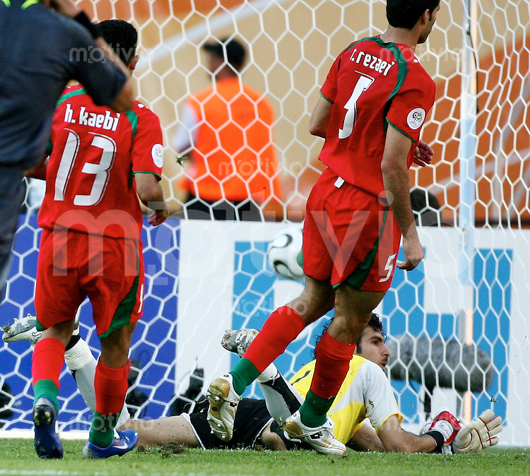 FussballInternational WM 2006 Vorrunde Mexiko-Iran To zum 3:1 v.l.n.r Hossein Kaabi, Ebrahim Mirzapour, Rahman Rezaei (IRN)