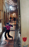 Italia, Sanremo, Festival della canzone italiana. Sosia di Adriano Celentano per le vie del centro. Italy, Sanremo. Festival di Sanremo, the popular festival of italian music. The double of Adriano Celentano near Ariston theatre.