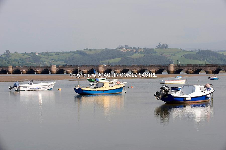 Vista de la localidad costera de San Vicente de la Barquera.foto © JOAQUIN GOMEZ SASTRE