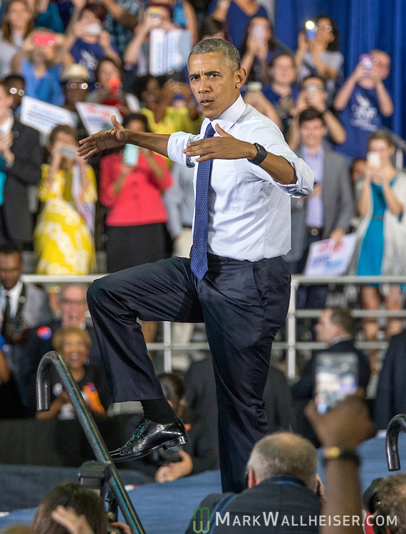 """President Barrack Obama mimics the University of North Florida's mascot osprey and does """"the swoop"""" at a Hillary Clinton Vote Early rally in Jacksonville, Fla., Thursday, Nov. 3, 2016.  (AP Photo/Mark Wallheiser)"""