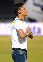 BARRANQUIILLA -COLOMBIA-11-03-2015. Giovanni Hernandez técnico de Uniauntónoma gesticula durante partido con Jaguares FC por la fecha 9 de la Liga Aguila I 2015 jugado en el estadio Metropolitano de la ciudad de Barranquilla./ Giovanni Hernandez coach of Uniautonoma gestures during match against Jaguares FC for the 9th date of the Aguila League I 2015 played at Metropolitano stadium in Barranquilla city.  Photo: VizzorImage/Alfonso Cervantes/STR