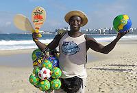 FUSSBALL WM 2014  11.06.2014 Ein Strandverkaeufer bietet Baelle am Stand der Copacabana an