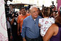 ATENÇÃO EDITOR: FOTO EMBARGADA PARA VEÍCULOS INTERNACIONAIS. SAO PAULO, 01 DE OUTUBRO DE 2012 . ELEICAO 2012 SP - CAMPANHA JOSE SERRA. O candidato do PSDB a prefeitura de Sao Paulo, Jose Serra, durante caminhada pelas ruas da Lapa, na tarde desta segunda feira, na zona oeste da capital paulista   FOTO ADRIANA SPACA/BRAZIL PHOTO PRESS