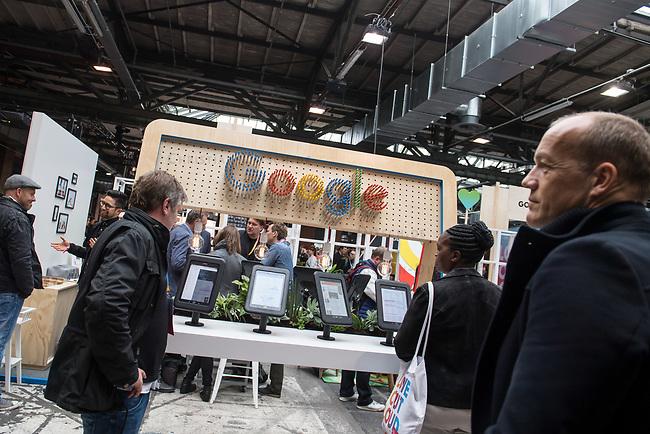 11. re:publica-Konferenz in Berlin<br /> Vom 8. bis 10. Mai 2017 findet in Berlin die elfte re:publica-Konferenz in Berlin unter dem Motto &bdquo;Love Out Loud&ldquo; statt. Die Veranstalter wollen mit dem Motto &bdquo;Love Out Loud!&ldquo; (LOL fuer positiv Denkende) ein &bdquo;Zeichen fuer Engagement und Emanzipation in der digitalen Gesellschaft setzen&ldquo;.<br /> Die Konferenz zum Thema Internet und digitale Gesellschaft bietet auf bis zu 18 Buehnen parallel mehr als 500 Stunden Programm. Ein guter Teil davon dreht sich um netzpolitische Fragestellungen aller Art. Erwartet werden ca. 8.000 Veranstaltungsteilnehmer.<br /> Im Bild: Ein Stand des Internet-Konzern Google.<br /> 8.5.2017, Berlin<br /> Copyright: Christian-Ditsch.de<br /> [Inhaltsveraendernde Manipulation des Fotos nur nach ausdruecklicher Genehmigung des Fotografen. Vereinbarungen ueber Abtretung von Persoenlichkeitsrechten/Model Release der abgebildeten Person/Personen liegen nicht vor. NO MODEL RELEASE! Nur fuer Redaktionelle Zwecke. Don't publish without copyright Christian-Ditsch.de, Veroeffentlichung nur mit Fotografennennung, sowie gegen Honorar, MwSt. und Beleg. Konto: I N G - D i B a, IBAN DE58500105175400192269, BIC INGDDEFFXXX, Kontakt: post@christian-ditsch.de<br /> Bei der Bearbeitung der Dateiinformationen darf die Urheberkennzeichnung in den EXIF- und  IPTC-Daten nicht entfernt werden, diese sind in digitalen Medien nach &sect;95c UrhG rechtlich geschuetzt. Der Urhebervermerk wird gemaess &sect;13 UrhG verlangt.]
