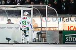 Stockholm 2014-03-05 Bandy SM-semifinal 3 Hammarby IF - V&auml;ster&aring;s SK :  <br /> V&auml;ster&aring;s Johan Esplund p&aring; v&auml;g till utvisningsb&aring;set efter att ha blivit utvisad<br /> (Foto: Kenta J&ouml;nsson) Nyckelord:  VSK Bajen HIF utvisning utvisad utvisas