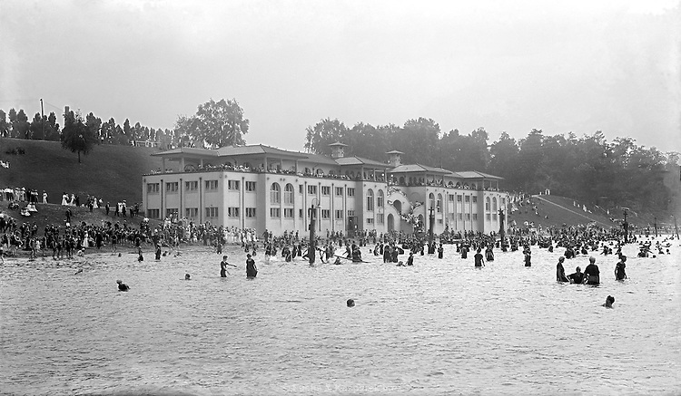 The Edgewatre Bath House near downtown Cleveland. Circa 1915 view. The building was torn down in the late 1940s.