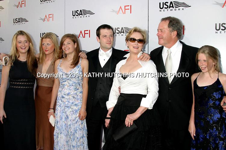 ©2004 KATHY HUTCHINS /HUTCHINS PHOTO.AFI SALUTE TO MERYL STREEP.KODAK THEATER.HOLLYWOOD, CA.JUNE 10 , 2004..MERYL STREEP.HER HUSBAND DON GUMMER.CHILDREN:  HENRY, MAMI, GRACE, LOUISA